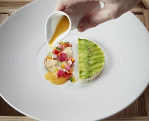 Gilad Peled Meeresspinne Avocado Zitrusfrüchte Koriander Radieschen Hangar7 495x400 Hering Berlin