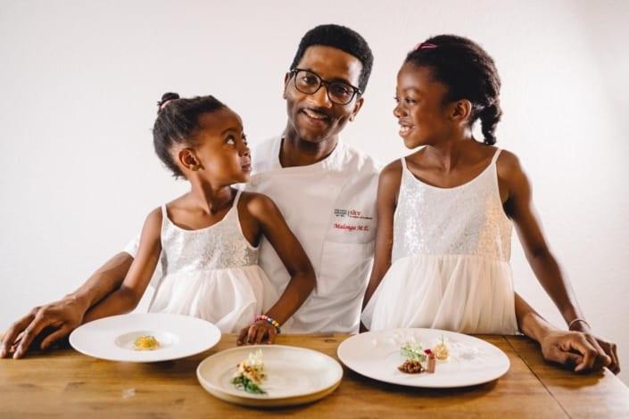 Malonga Mukoma Euloge mit Töchter Milène 9 Jahre Marlène 5 Jahre 705x470 News